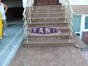 Schody-granit_antyposlizgowe_wewnetrzne_zewnetrzne-2_wynik