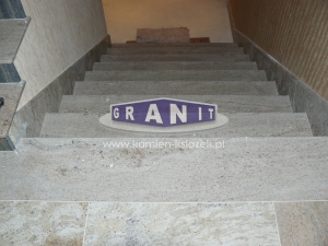 Schody-granit_antyposlizgowe_wewnetrzne_zewnetrzne-24_wynik